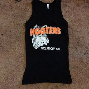 Hooters tank top fits like an XS
